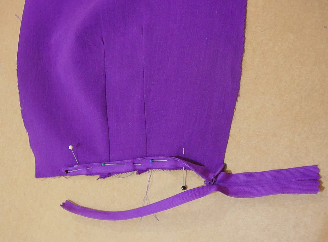 I pinned the zipper in place and made sure the zipper closed at the front 424fd30d2
